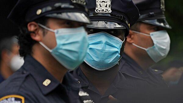 В Нью-Йорке полиция вытеснила протестующих с автодороги