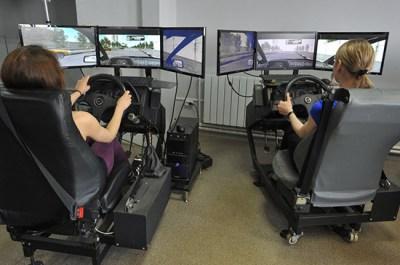 Автошколам предлагают объяснять основы вождения на беспилотных машинах