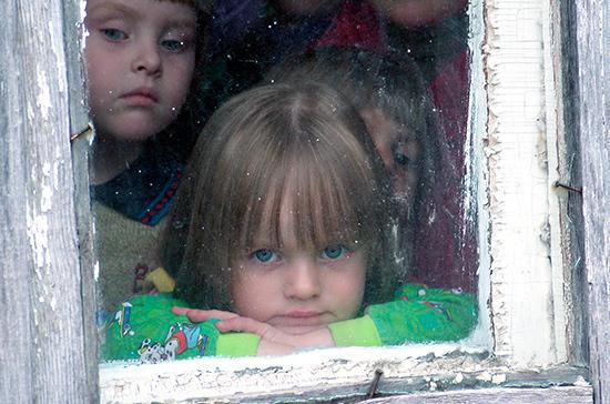 Комитет Госдумы поддержал проект об ограничении внесудебного изъятия детей