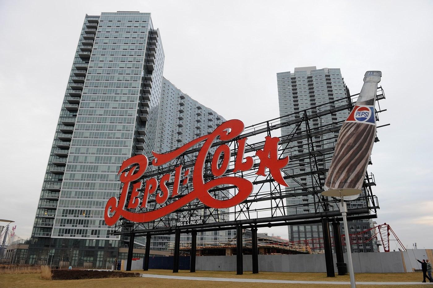 Explorando Long Island City: Onde Comer, Ver e Jogar - CBS New York