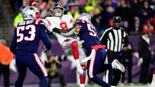 Patriots Force 4 Turnovers, Beat Shorthanded Giants 35-14