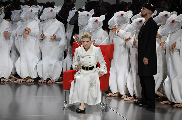 From Hans Neuenfels' Lohengrin at Bayreuth. Photo Bayreuther Festspiele GmbH/Enrico Nawrath.