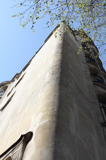 Immeuble, 43 rue Gros (1909-11). Photo © 2012 Alan Miller.