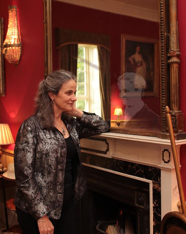 Mary Eva Kelly and her Descendant Vivian Nesbitt meet at Lisdonagh House, Headford. Photo. John McHugh.