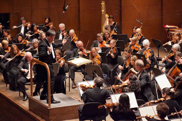 Alan Gilbert conducts New York Philharmonic. Photo © Chris Lee.