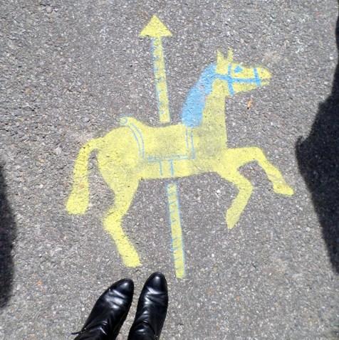 carousel arrow