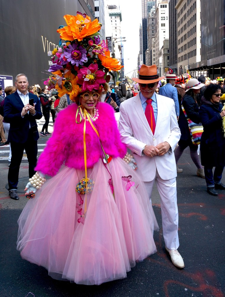 easter-bonnet-parade-nyc-couple