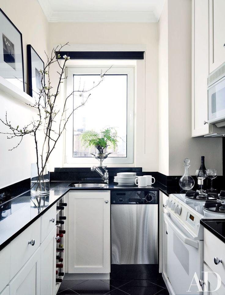 98a1d00617e319a8f216bbdf636bf7c5--black-kitchen-countertops-white-kitchen-cabinets