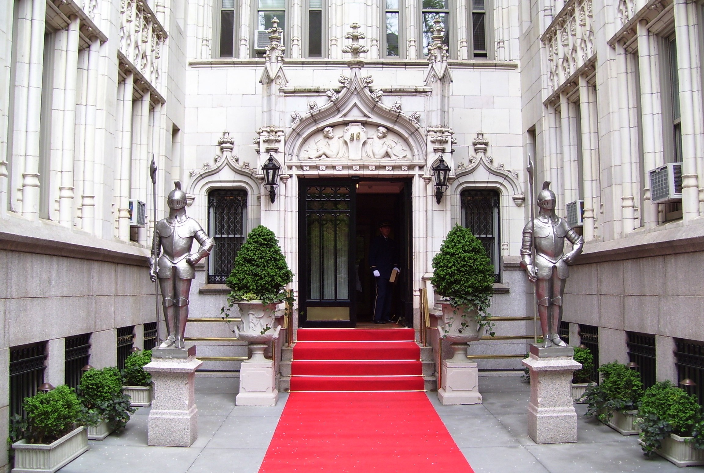 36_Gramercy_Park_entrance