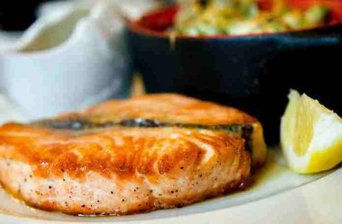 How long does the cooked salmon last?