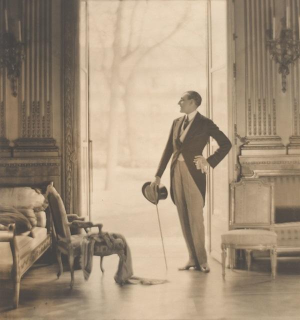 Adolf de Meyer. Etienne de Beaumont, ca. 1923. Gelatin silver print. The Metropolitan Museum of
