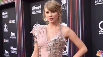 Taylor-Swift-Red-Carpet