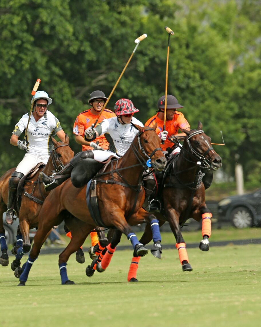 Sunday started with a match-up of undefeated teams with Las Monjitas defeating Stable Door Polo 10-7. ©Alex Pacheco