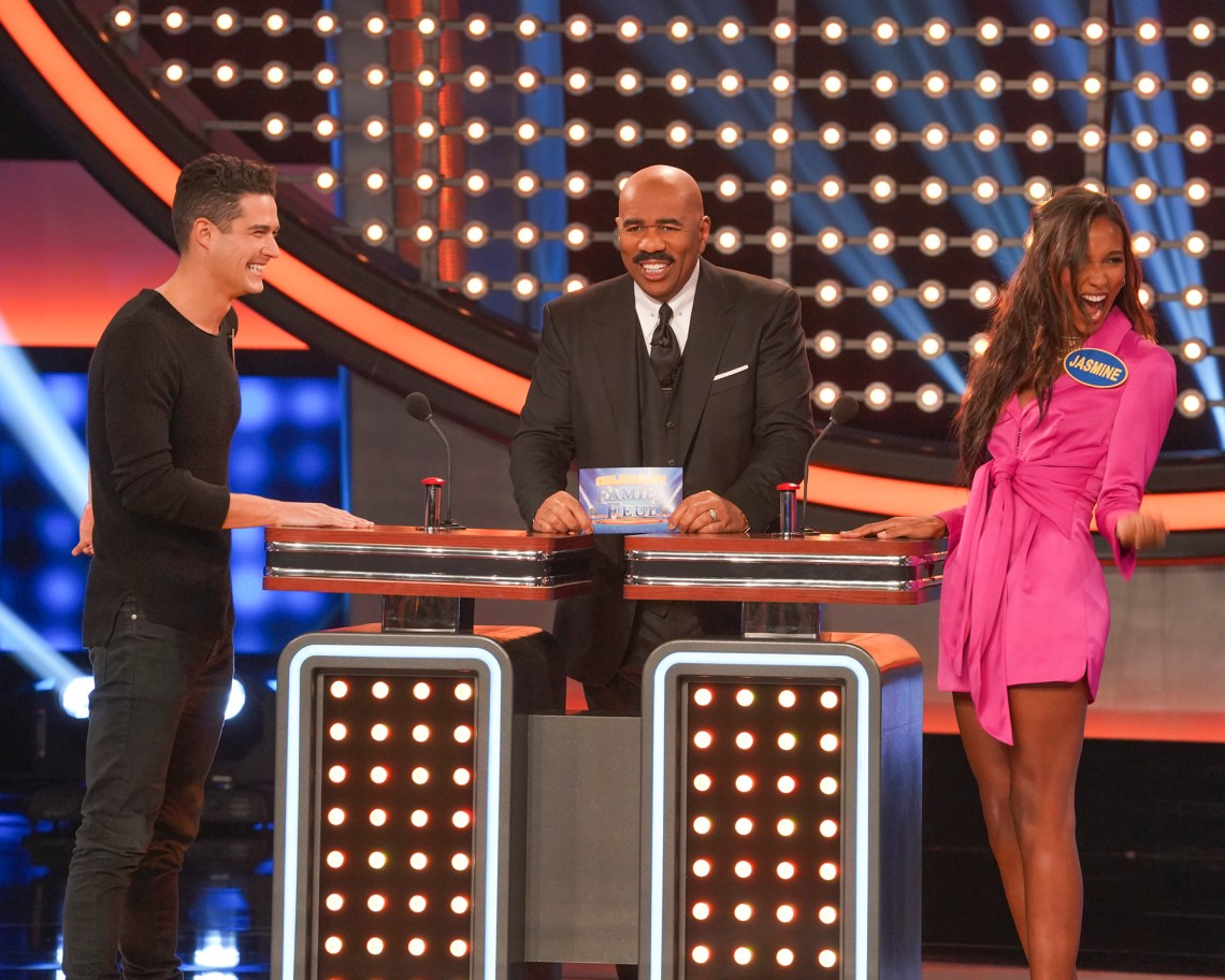 Victoria's Secret Angels Win Against The Bachelors on Celebrity Family Feud