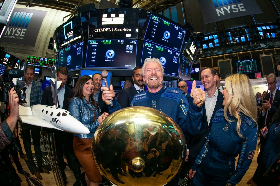 Virgin Galactic Holdings, Inc. (NYSE:SPCE) visits the New York Stock Exchange (NYSE) to celebrate its Listing. Sir Richard Branson, joined by Vice Chairman and Chief Commercial Officer of NYSE Group, John Tuttle, rings The First Trade Bell.