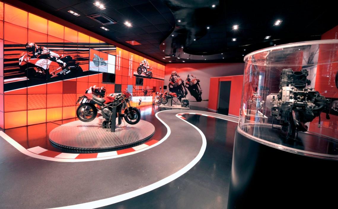 01 Ducati Fisica in Moto_UC65591_Mid