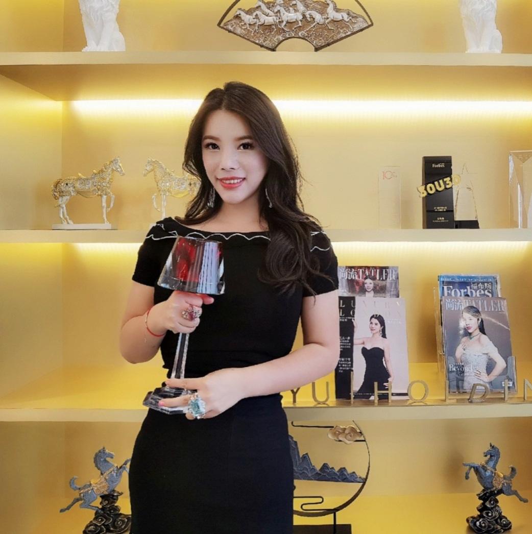 Wendy Yu holding trophy