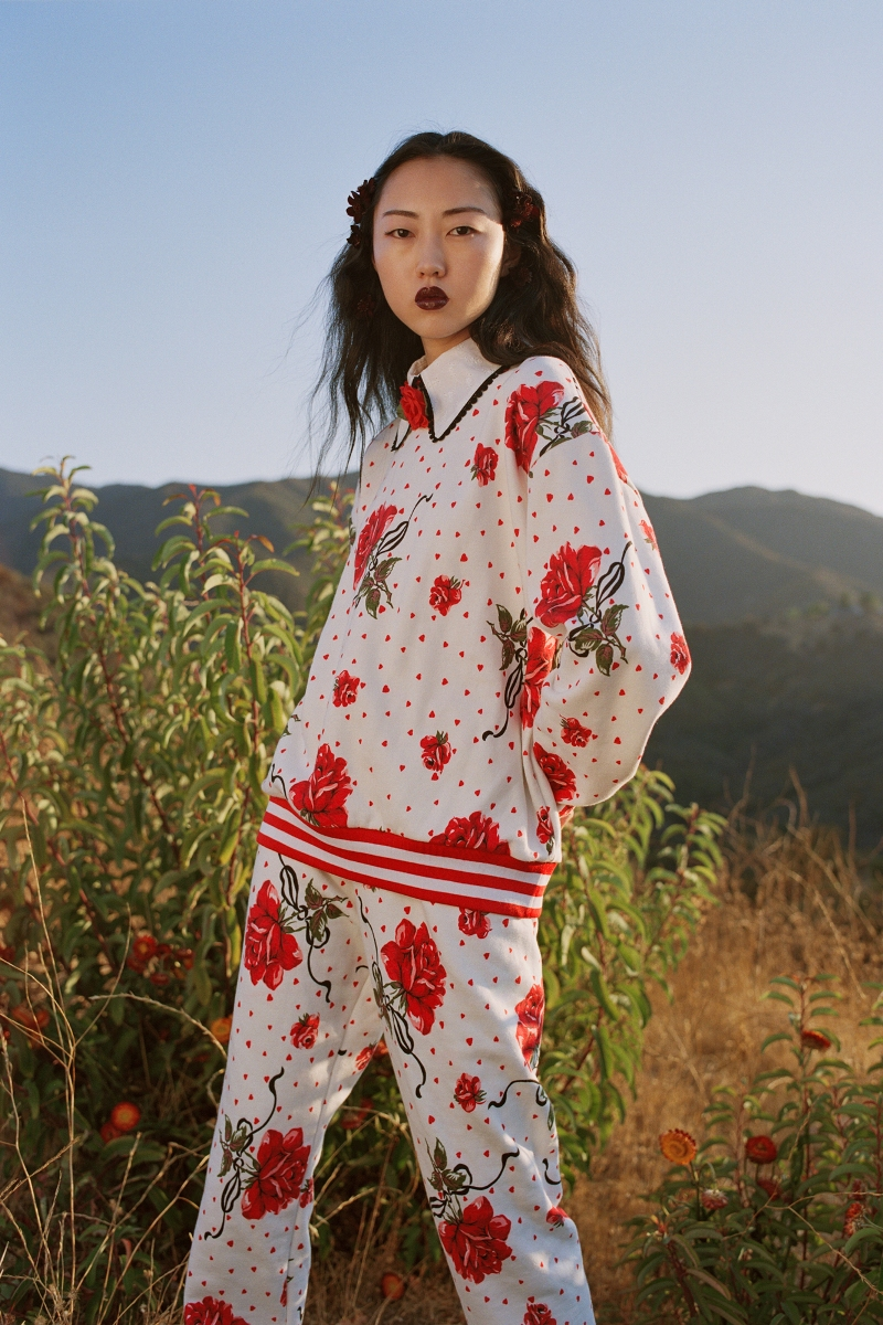 ROSE PRINTED SWEATSHIRT WITH COTTON EYELET COLLAR AND SILK ROSE - LOOK 19