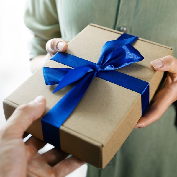 How To Be a Thoughtful Gift-Giver