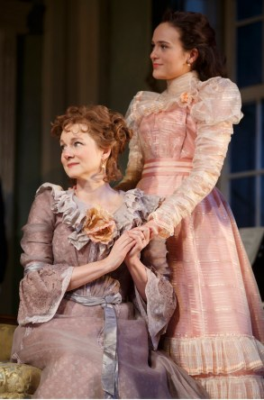 Laura Linney as Birdie with her niece Alexandra, portrayed by Francesca Carpanini,