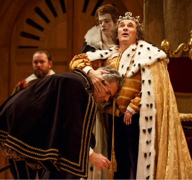 Foreground, Angus Wright as Duke of Buckingham, Mark Rylance as King Richard III; background, John Paul Connolly as Ratcliff, Joseph Timms as Anne