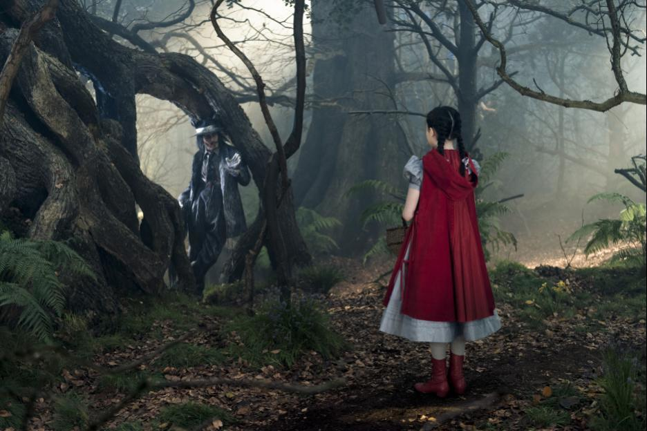 Little Red Riding Hood (Lilla Crawford) and the Wolf (Johnny Depp)