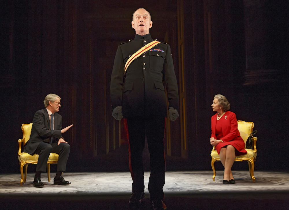 Dylan Baker as John Major, Geoffrey Beevers as Equerry, Helen Mirren as Queen Elizabeth