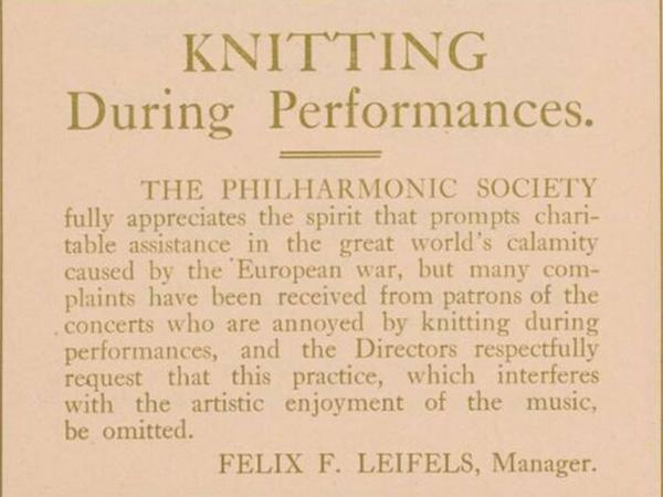 Knittingduringperformances1