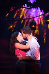9-Ana Villafañe, Josh Segarra & cast in ON YOUR FEET! (c) Matthew Murphy 2