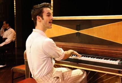 Ryan Vana as Joey
