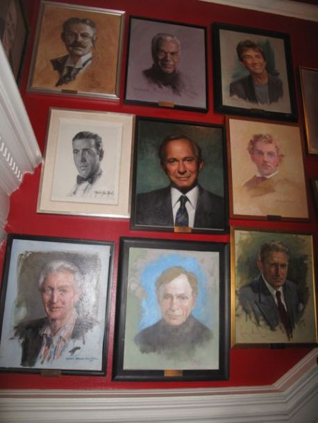 The walls of the Players Club are covered with portraits of members (such as Hmphrye Bogart, Ben Gazzara, Spencer Tracy, Dick Cavett) living and dead.