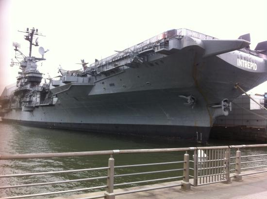 uss-intrepid-at-pier-86