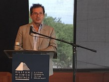 Leguizamo at podium
