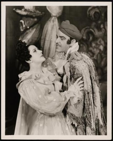 """Lynn Fontanne as Manuela and Alfred Lunt as Serafin in """"The Pirate"""" 1942"""