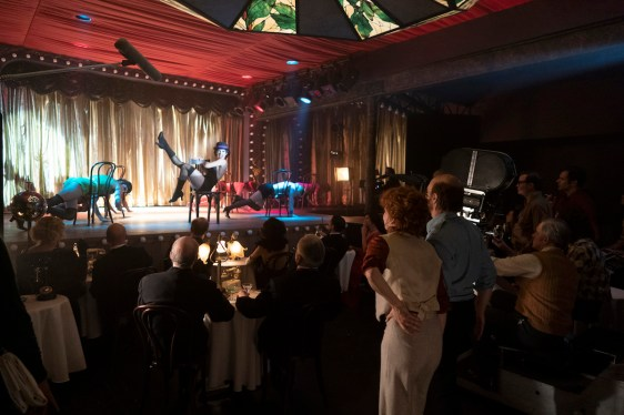 """FOSSE VERDON """"Life is a Cabaret"""" Episode 1 (Airs Tuesday, April 9, 10:00 pm/ep) -- Pictured: (l-r) Kelli Barrett as Liza Minelli, Michelle Williams as Gwen Verdon, Sam Rockwell as Bob Fosse. CR: Michael Parmelee/FX"""