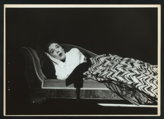 Julie Andrews nypl.digitalcollections.510d47df-236e-a3d9-e040-e00a18064a99.001.w