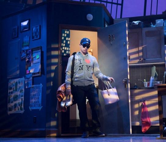Santino Fontana as Michael Dorsey Photo Credit: Julieta Cervantes