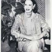 "Gloria Vanderbilt, 95, heiress, model, socialite, designer, entrepreneur, mother of @AndersonCooper....and Broadway veteran: She performed in William Saroyan's ""The Time of Your Life"" in 1955."