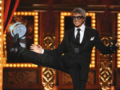 Tommy Tune dancing while receiving his Lifetime Achievement Tony Award