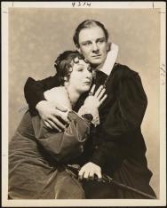 Judith Anderson as Gertrude John Gielgud as Hamlet 1936 M3Y15319