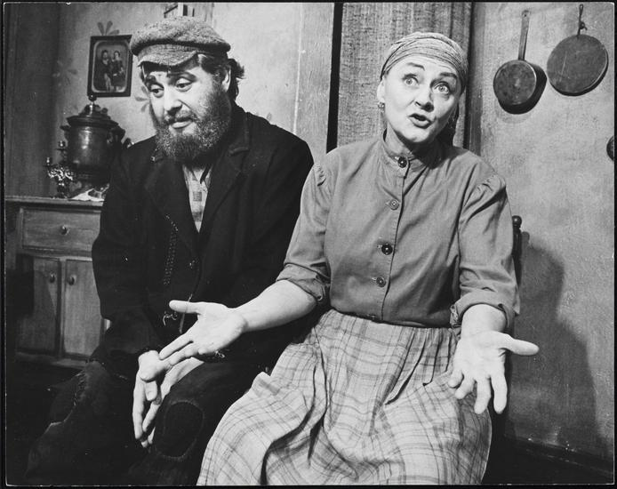 Zero Mostel as Tevye and Maria Karnilova as Golde, 1964