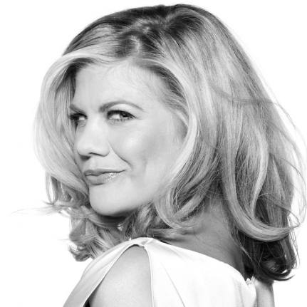 Kristen Johnston as Aunt Dan