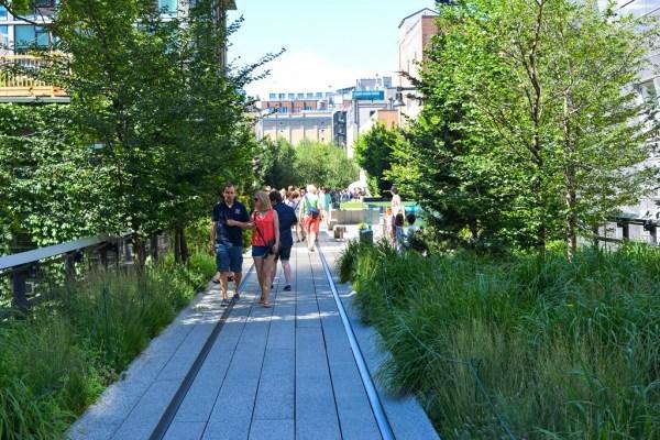 high line,toit,vert,coulée,voie,ferrée,incontournable,promenade,balade,chemin de fer,rail,rails,high,line