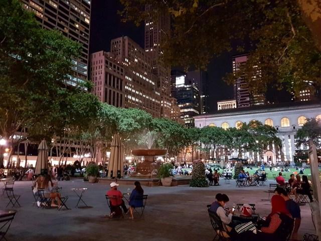 Bryant Park,Manhattan,bijou,parc,park,animation,concert,yoga,cinéma,patinoire,chalets,noël