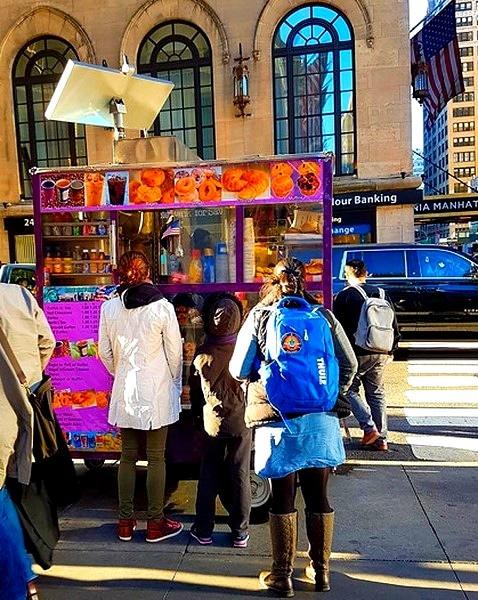 food truck,camion restaurent,barraque à frittes,nourriture,manger,hot dog,emporter,typique,authentique,street food,food,street,rue