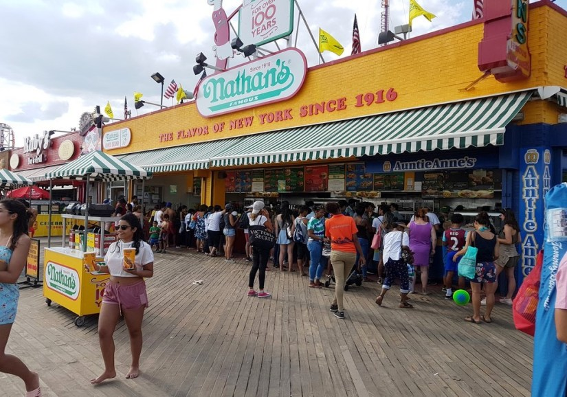 Coney Island,plage,océan,hot dog,glace,promenade,calme,baignade,sable