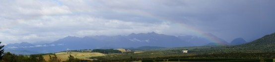 Regenbogen über die Landschaft