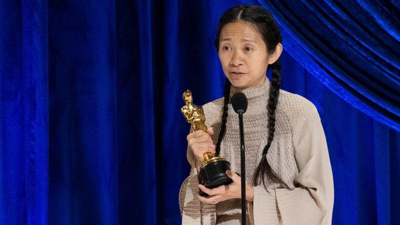 赵婷获奥斯卡最佳导演奖,成首位获此殊荣华人女导演