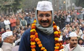 Kejriwal takes oath, promises to act against graft