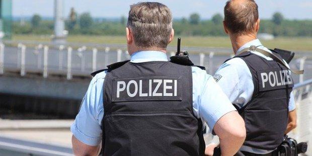 Erneut Razzien nach rechtsextremen Chats unter Polizisten – neun Verdächtige